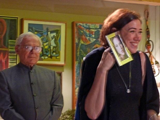 Maria Marta anuncia para a família que a sobrinha, Amanda, irá morar com eles