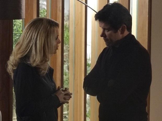 Pamela ameaça Jonas após descobrir que foi traída