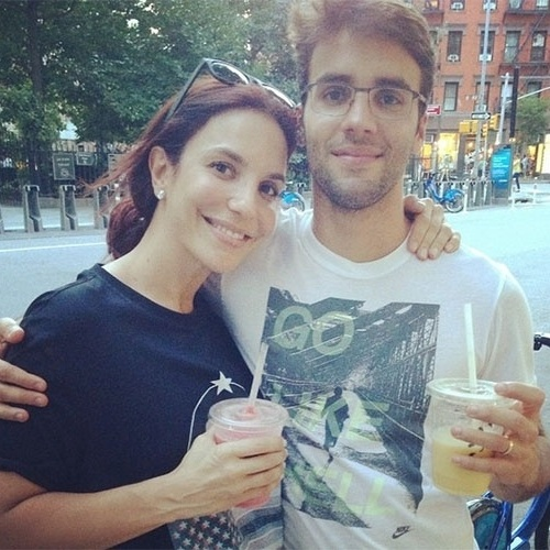 2.set.2014 - Ainda em Nova York, depois de se apresentar no Brazilian Day no último domingo (31), Ivete Sangalo postou em seu Instagram uma foto sem maquiagem ao lado do marido, Daniel Cady