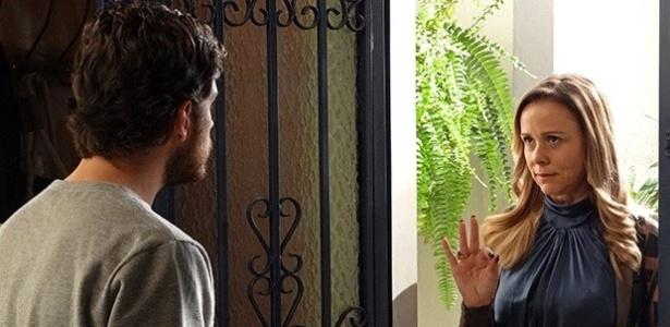 Carlota diz para Rafael ficar com Sandra e desistir de Vitória