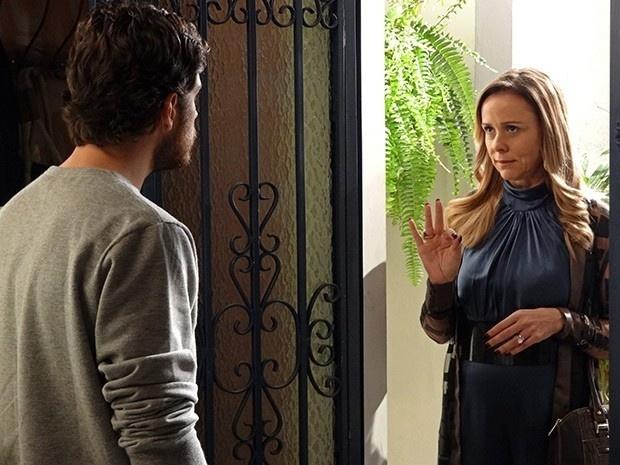 Carlota diz para Rafael desistir de se casar com sua filha, Vitória