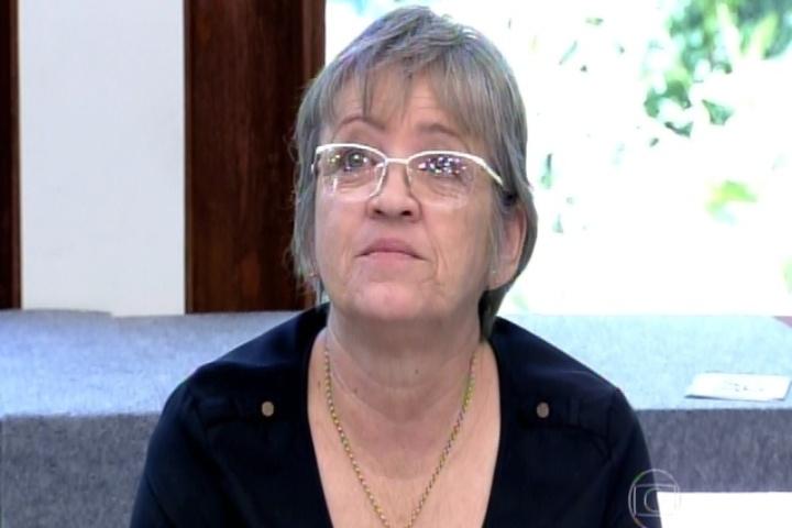 2.set.2014 -  Mãe de Thiago Mendonça reclama de experimentar pratos e cria saia justa com Ana Maria Braga