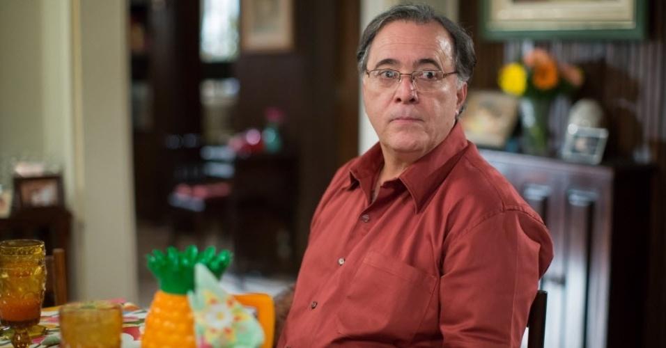 "Tony Ramos participa do último episódio de ""A Grande Família"", caracterizado como o chefe da família, Lineu"