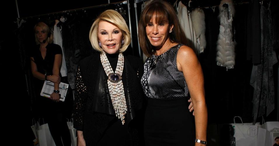 16.fev.2011 - A comediante Joan Rivers e sua filha, Melissa Rivers, durante a semana de moda de Nova York