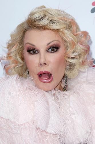 """4.abr.2013 - A comediante americana Joan Rivers durante a estreia do espetáculo """"Kinky Boots"""", em Nova York, nos EUA"""