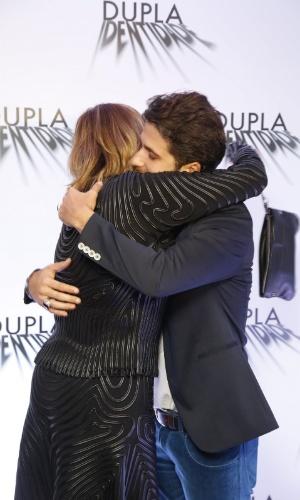 4.set.2014 - Bruno Gagliasso e Glória Perez se abraçam