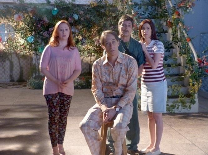 Em um dos capítulos da última temporada da série, Agostinho (Pedro Cardoso) usou uma camisa laranja com calça xadrez combinando para o julgamento celestial