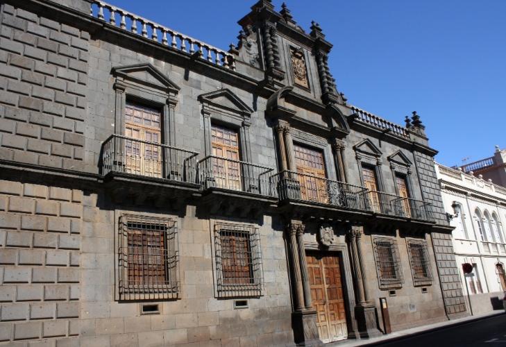 Fachada do Palácio de Nava, na Plaza del Adelantado, em La Laguna