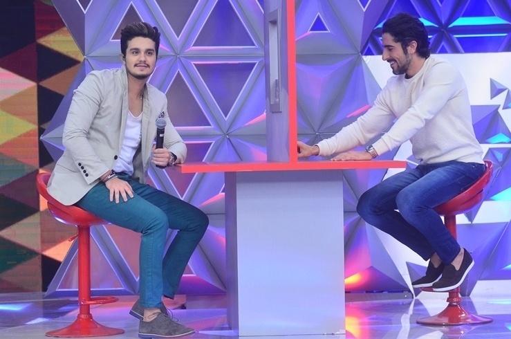 """Luan Santana e Marcos Mion competem no quadro """"Jogo da Mentira"""", do programa da Sabrina Sato, na Record"""