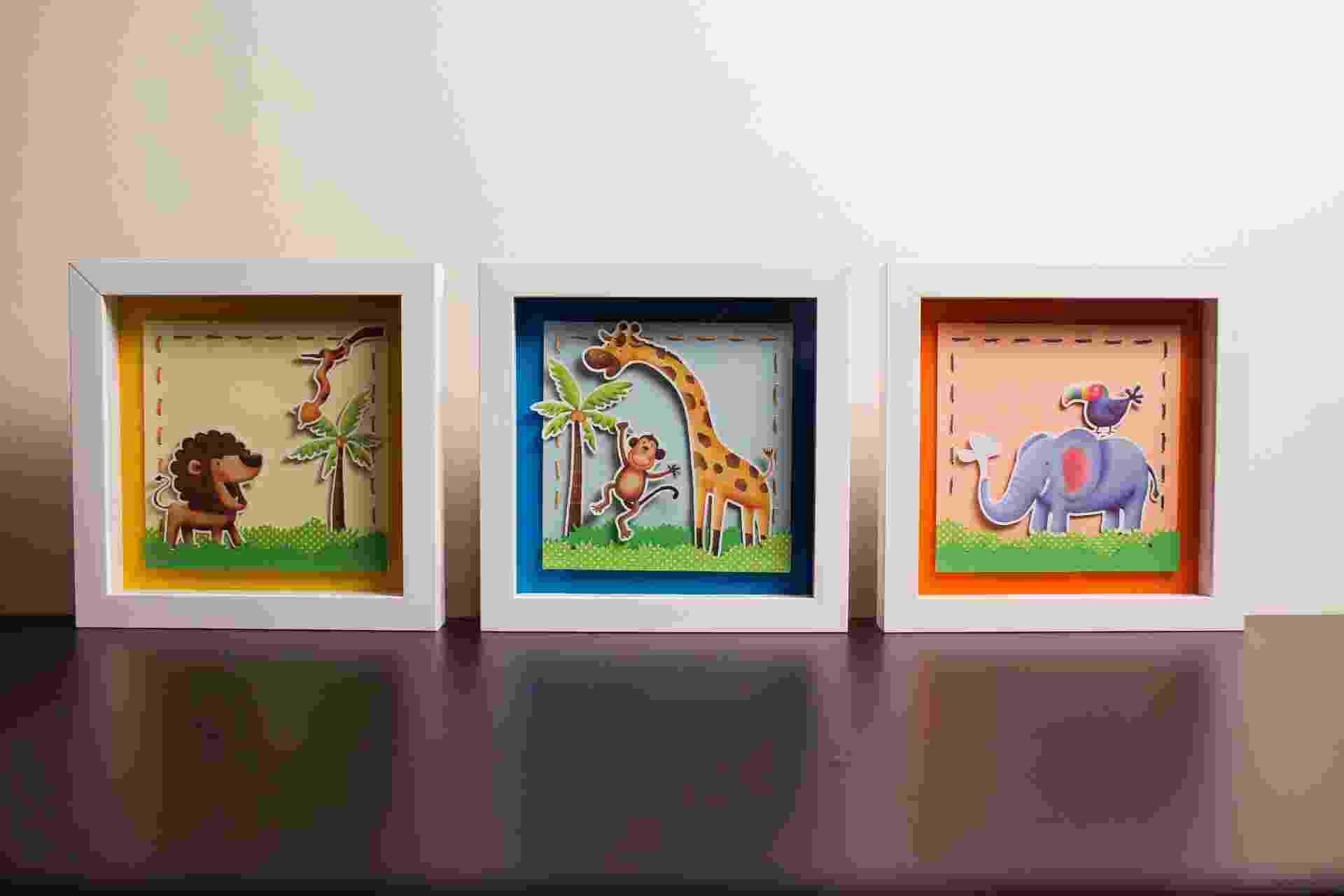 """passo a passo de quadro para o quarto infantil   Muito usada para a montagem de álbuns, a técnica de """"scrapbooking"""" tem sido disseminada para a criação de outras peças de papel, como esses quadros feitos pela designer Maiara Vince, da Vince Ateliê (www.vinceatelie.com.br) - Leonardo Soares/UOL"""