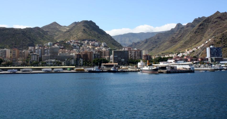 Porto de Tenerife, nas ilhas Canárias, visto a partir de navio