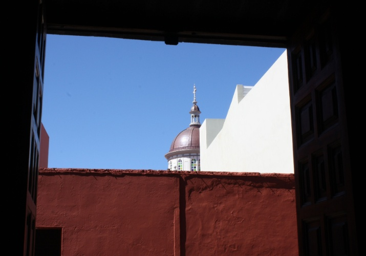 Vista da cúpula da igreja de La Laguna a partir do interior de casa considerada monumento histórico local