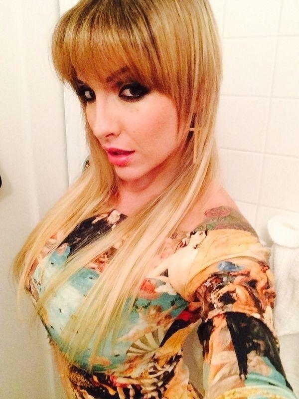 5.set.2014 - Em viagem aos Estados Unidos, Clara Aguilar muda o visual e adota franja para fazer as fotos da edição de aniversário da revista Sexy