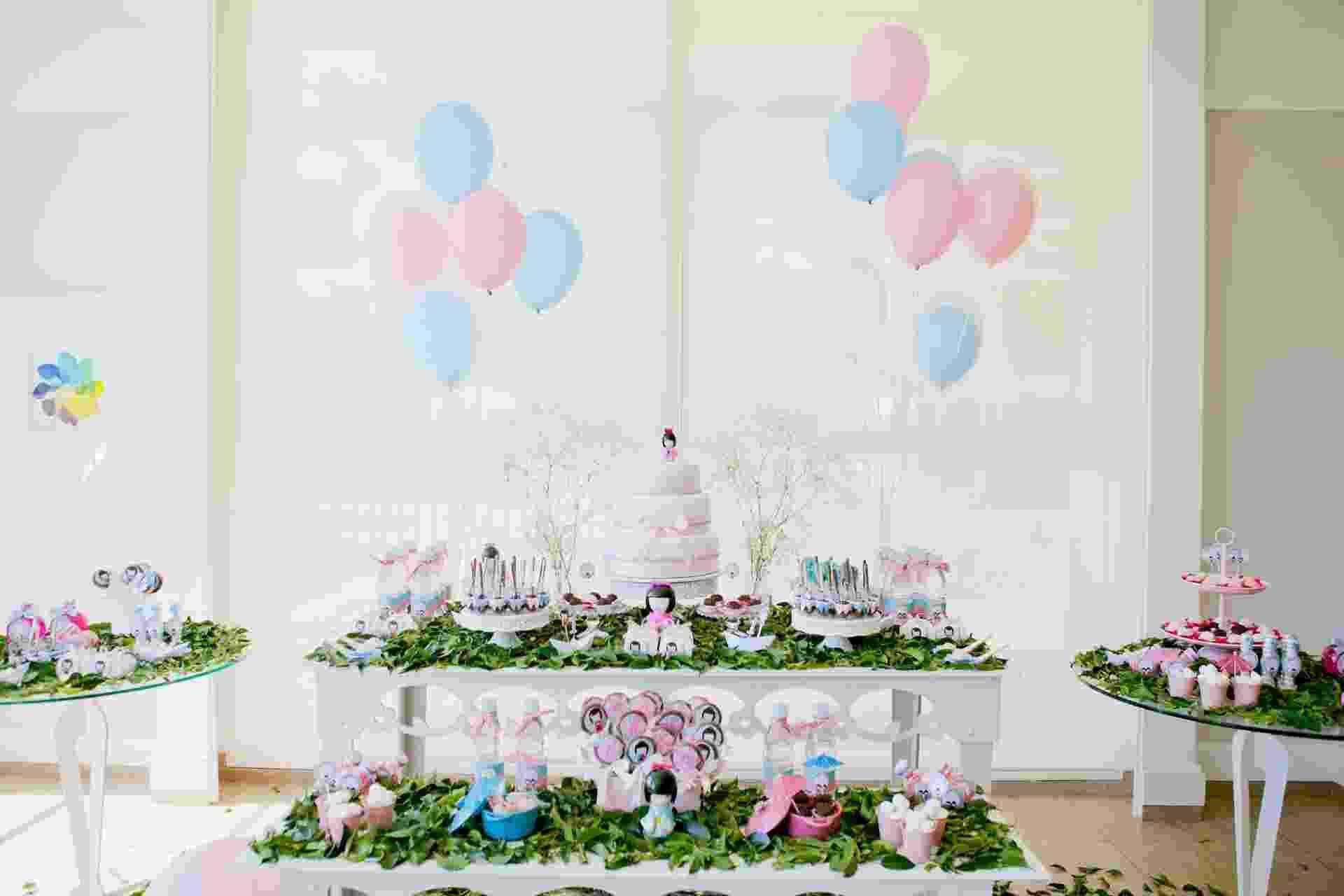 A pequena Helena, de um ano, ganhou uma festa inspirada na boneca japonesa Kokeshi. A decoração foi idealizada pela Oficina de Arte Lizu (www.oficinalizu.com.br) - Julie Campanholi/Divulgação