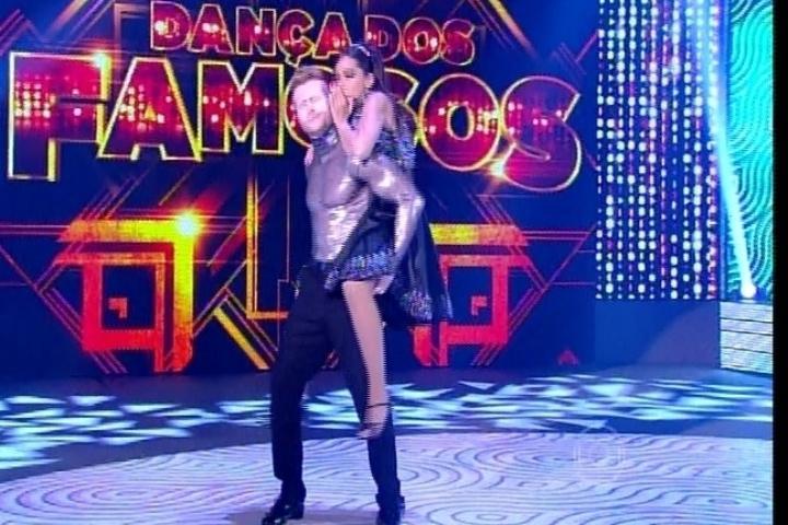 """7.set.2014 - No rock, Anitta dança """"Quero Que Vá Tudo Pro Inferno"""", de Roberto Carlos. A cantora não foi tão bem na visão dos jurados e está na repescagem"""