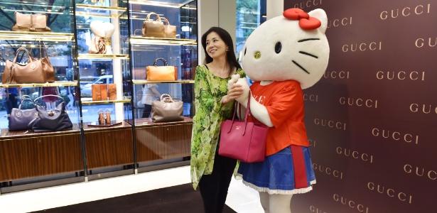 8.set.2014 - Em homenagem ao 40º aniversário da Hello Kitty, a marca italiana Gucci vestiu a gata com sua coleção de outono/inverno 2014 - AFP