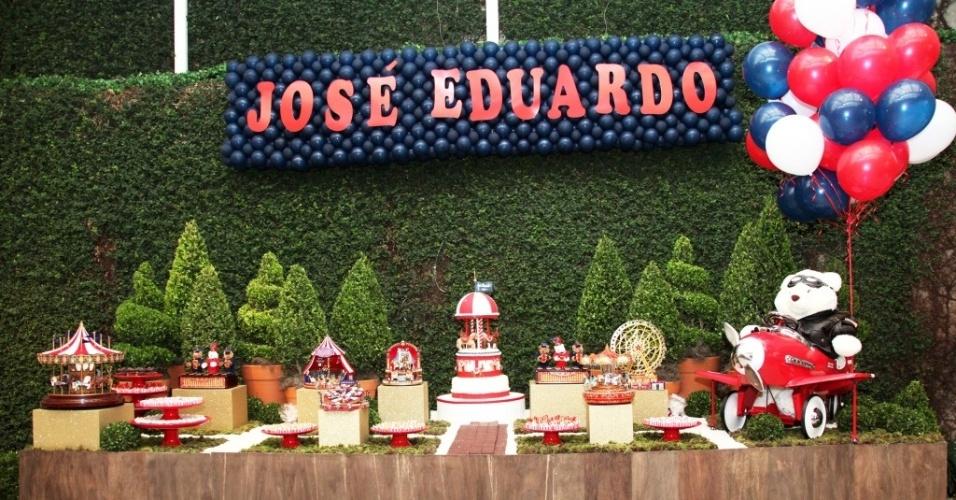 Decoração com o tema parque de diversões, feita por Graziella Beltrão (www.graziellabeltrao.com.br)
