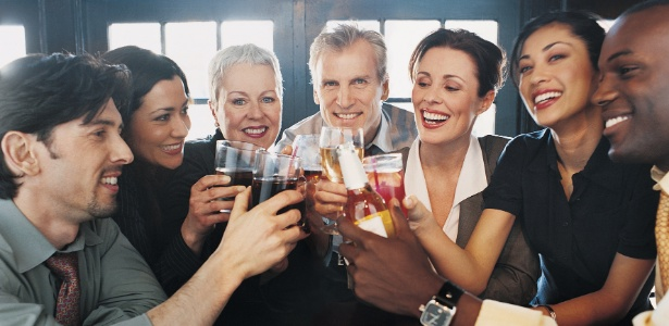 Se você não quiser ou não puder ir a um evento social do trabalho, seja sincero - Getty Images
