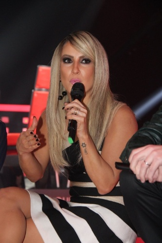 """9.set.2014 - Cantora Claudia Leitte exibe visual loiro platinado na apresentação da terceira edição do """"The Voice Brasil"""""""