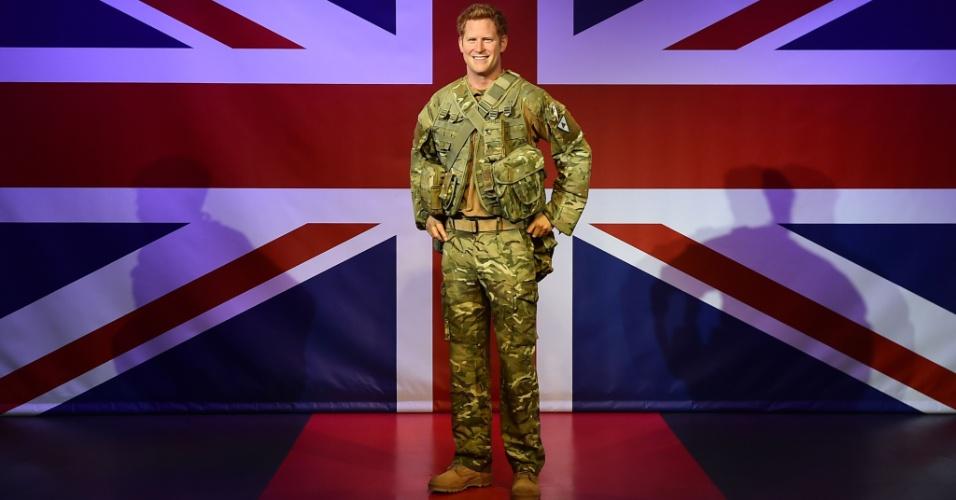 9.set.2014 - Em comemoração a seus 30 anos, Príncipe Harry ganha estátua de cera fardada no Museu Madame Tussauds, em Londres. O Príncipe faz aniversário no dia 15 de setembro