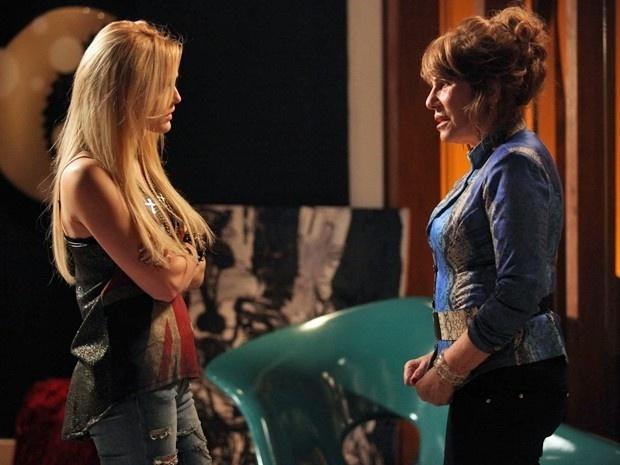 Gláucia conta a Megan que sua mãe tem um amante