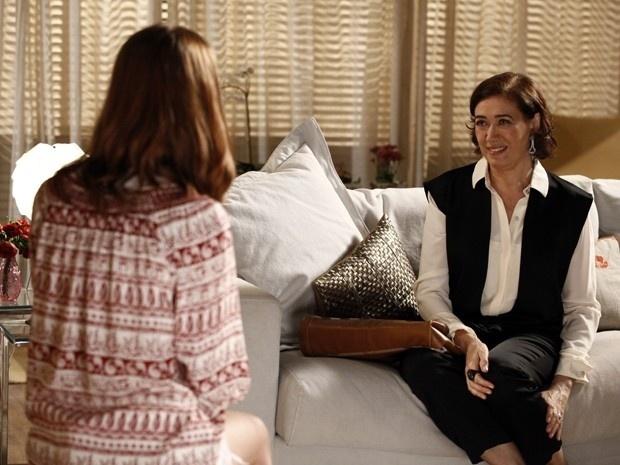 Maria Marta fica surpresa ao ver que a amante de Zé Alfredo é tão jovem
