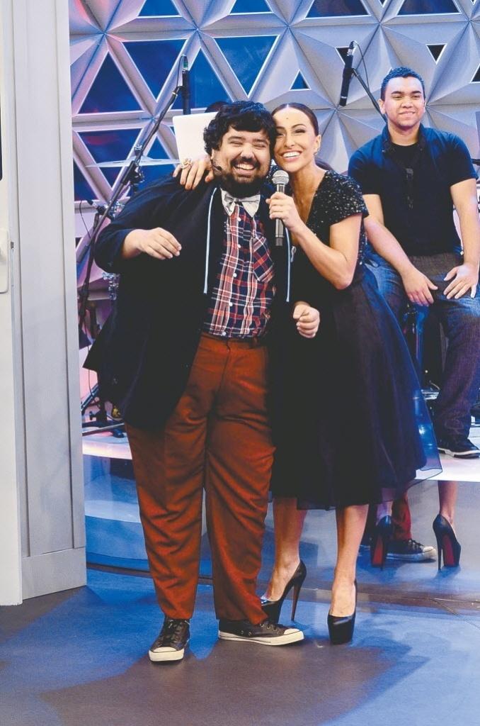 O humorista Gabriel Totoro e Sabrina Sato