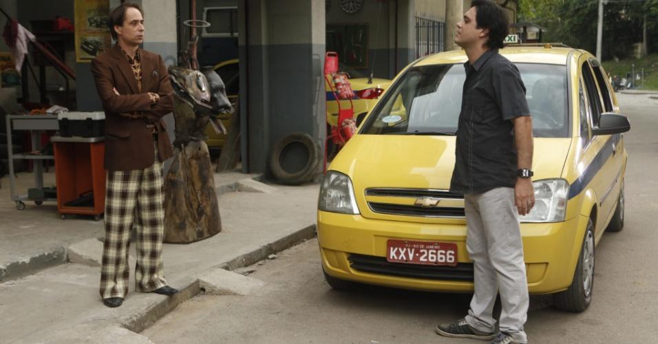 """Tuco (Lúcio Mauro Filho) é demitido da Carrara Táxi em """"A Grande Família"""" (2011)"""