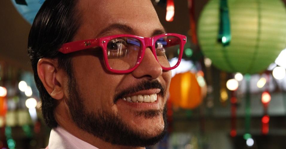 """Tuco (Lúcio Mauro Filho) fez sucesso interpretando o gay Serginho na TV em """"A Grande Família"""" (2012)"""