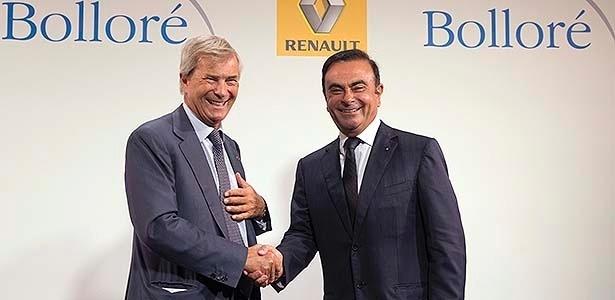 Vincent Bolloré, bilionário francês, e Carlos Ghosn, presidente-executivo da Renault-Nissan, selam parceria durante evento para a imprensa em Paris (França) - Philippe Wojazer/Reuters