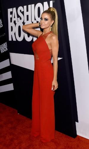 9.set.2014 - A atriz Carmem Electra usa um longo vermelho no Fashion Rocks, evento de moda que acontece em Nova York, nos Estados Unidos