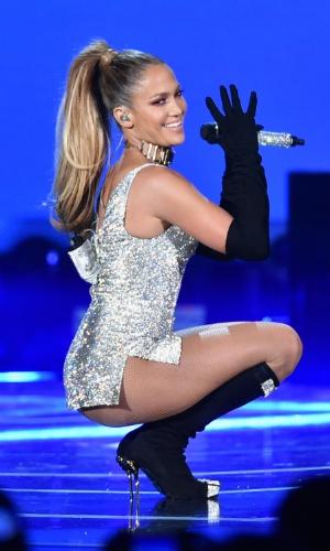 9.set.2014 - Sensual, Jennifer Lopez se apresenta durante o Fashion Rocks, em Nova York, nos Estados Unidos