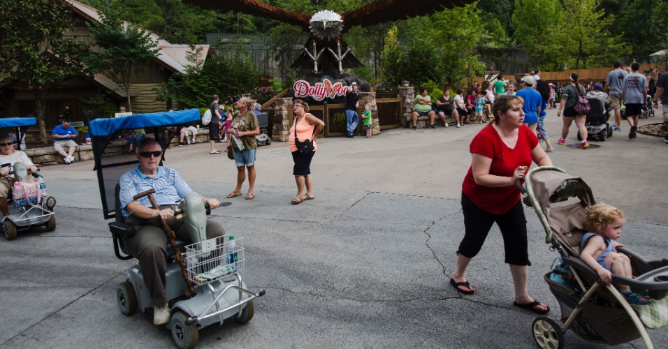 Além de fascinar o público gay, o parque de Dolly Parton nos Estados Unidos atrai muitos casais (heterossexuais) de idosos