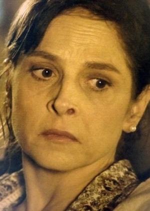 Cora conta para Maria Marta que sua família passa por dificuldades financeiras