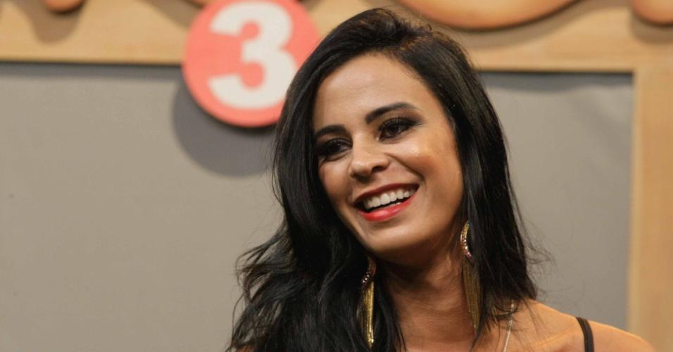 """10.set.2014 - Lorena Bueri em coletiva de imprensa de """"A Fazenda"""""""