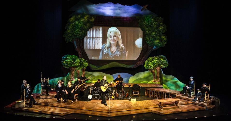 """No Dollywood há um auditório grande para ver """"My People"""", show de Dolly de 50 minutos com direito a um quinteto e a aparição de vários irmãos, sobrinhos e sobrinhas da estrela"""