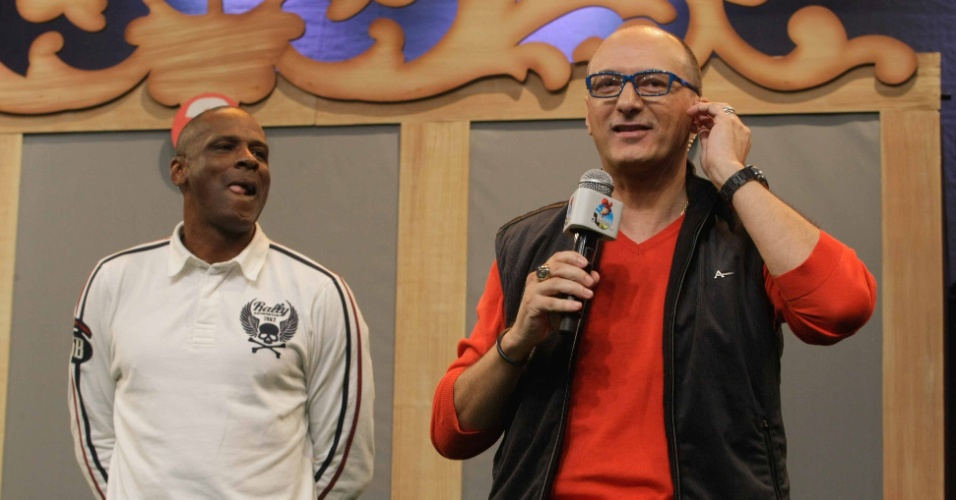 10.set.2014 - Robson Caetano ao lado de Britto Jr, durante coletiva da sétima edição de