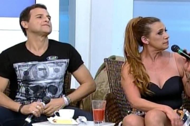 """10.set.2014 - Sylvinho Blau Blau e Rita Cadilac participam do """"Hoje em Dia"""" sobre """"A Fazenda"""""""