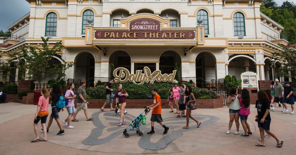 Teatro para apresentações musicais é uma das atrações do parque da cantora Dolly Parton nos Estados Unidos