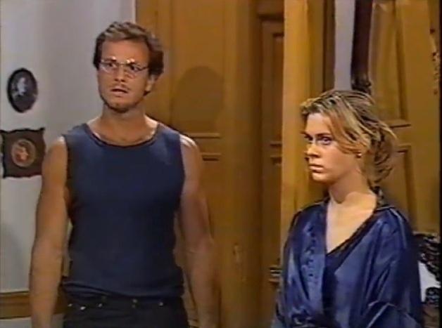"""Em 1996, Marcello Novaes (Fidel) contracena com Carolina Dieckmann (Renata) em """"Vira Lata"""""""
