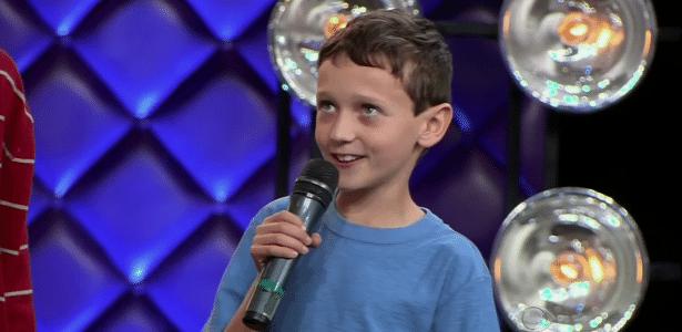 """Leandro Beninca, de nove anos, narrador do meme """"Taca-lhe pau, Marcos"""""""