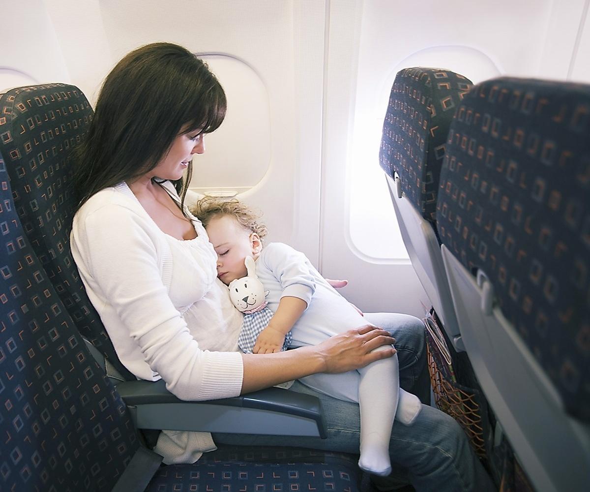 a partir de quantos meses bebe pode viajar de aviao internacional