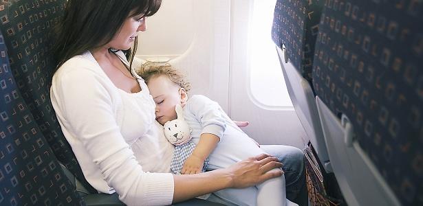 O ideal é voar no horário em que o bebê geralmente dorme