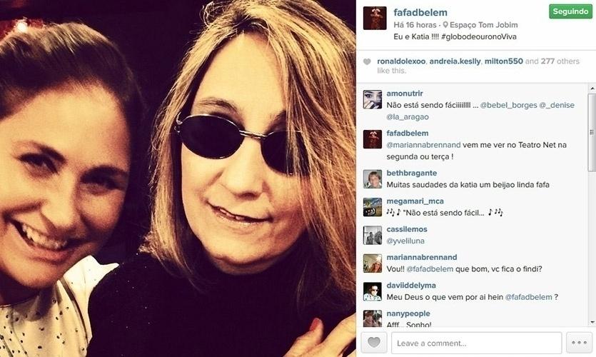 11.set.2014 - Fafá de Belém posa com a cantora Kátia e seguidores brincam.