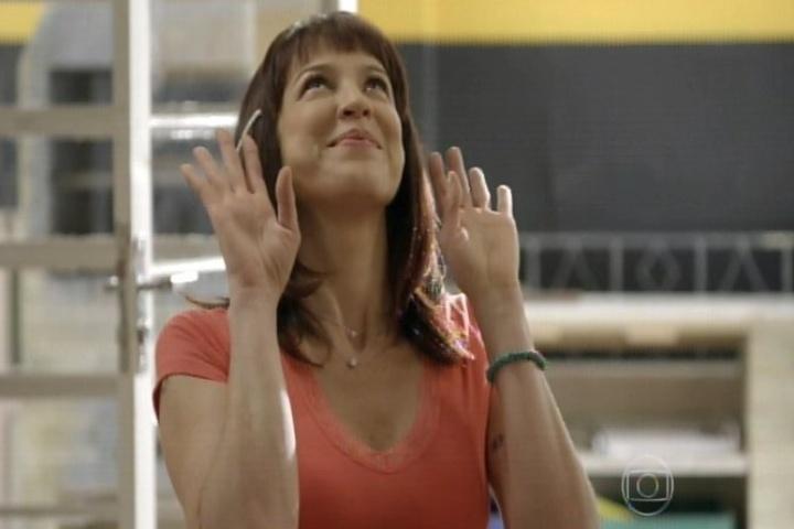 11.set.2014 - No seriado sobre os membros da família Silva, Luana Piovani interpreta Lurdinha