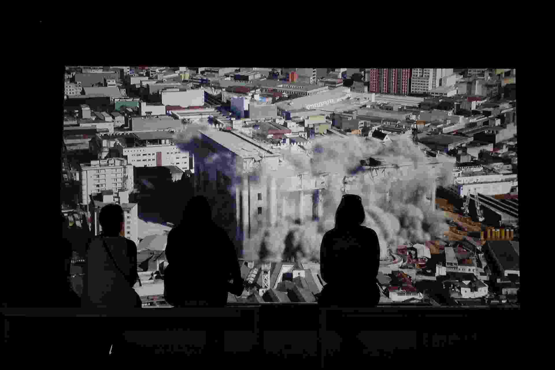 11.set.2014 - Obras que abordam religião e espiritualidade de diversas formas perpassam a seleção apresentada pela 31ª Bienal de São Paulo - Reinaldo Canato/UOL