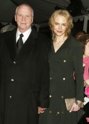 2005. A atriz Nicole Kidman e seu pai, Antony Kidman