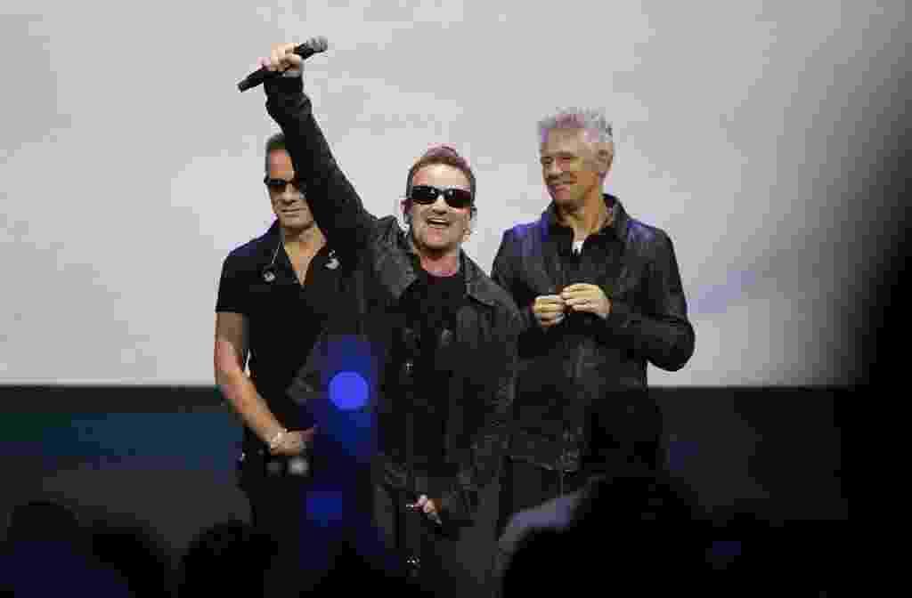Bono revela que usa óculos escuros devido a glaucoma - 17 10 2014 ... a4ac1342a64