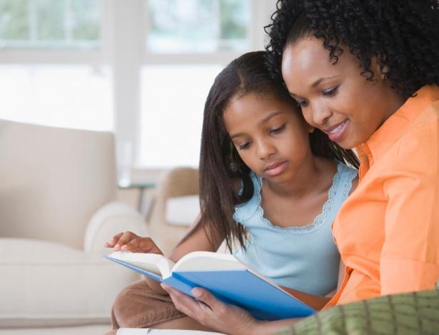 Livros podem ser um instrumento facilitador da conversa sobre sexo com a criança - Getty Images