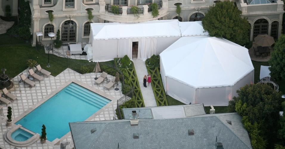 Mansão onde Charlie Sheen se casou com Brooke Mueller